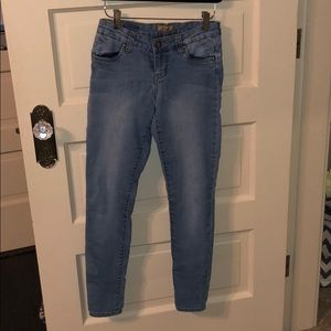 Low rise, light wash jeans